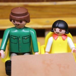 Zeuge Begleiter von vorne QE 300x300 - Beteiligte Personen im Gericht
